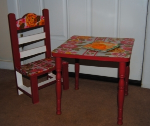 70's inspired KidsTable and Chair