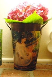 Deccoupage metal Planter