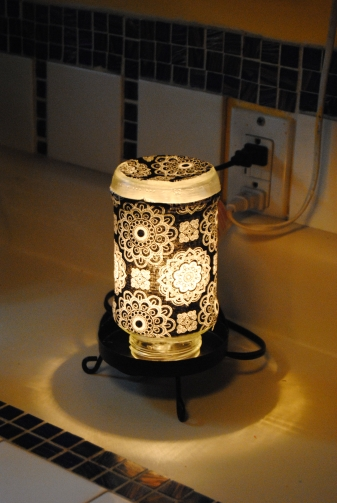Spaghetti Jar Lamp Made with fabric and Mod Podge