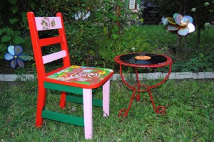 r\Retro Strawberry Shortcake Chair and Record table