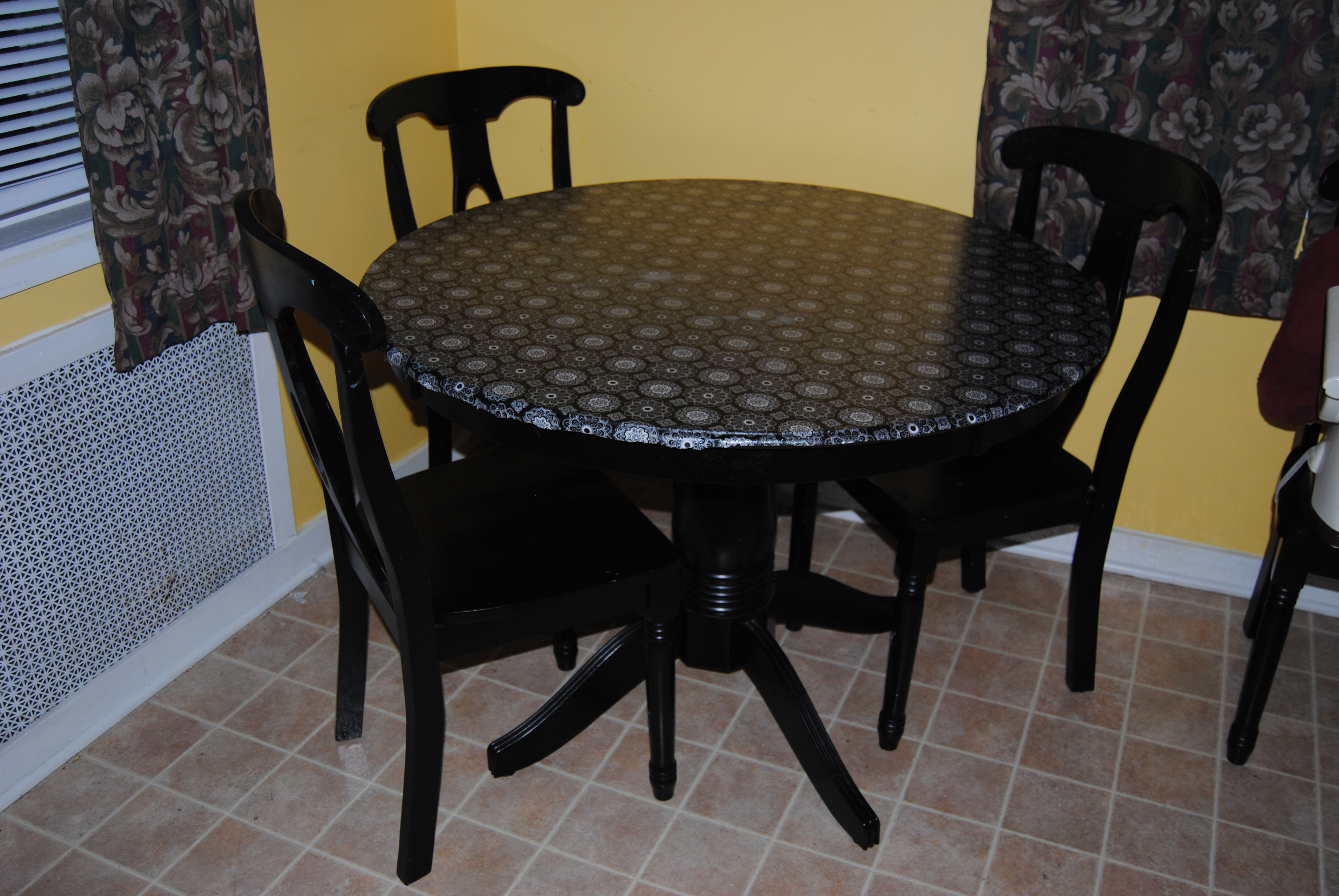 How Many Coats Of Polyurethane On Kitchen Table